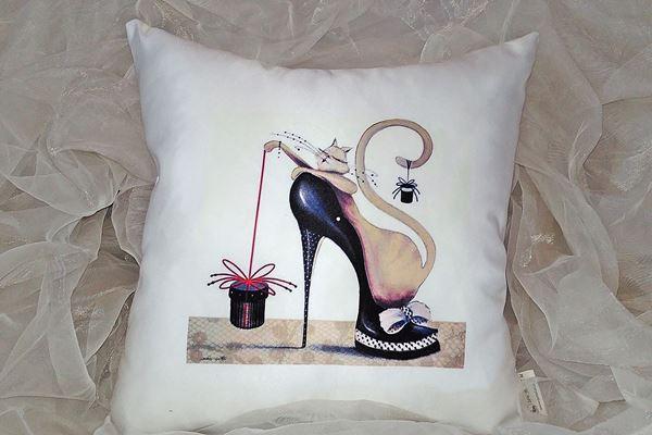 Picture of Декоративна възглавница - Котка в обувка 18