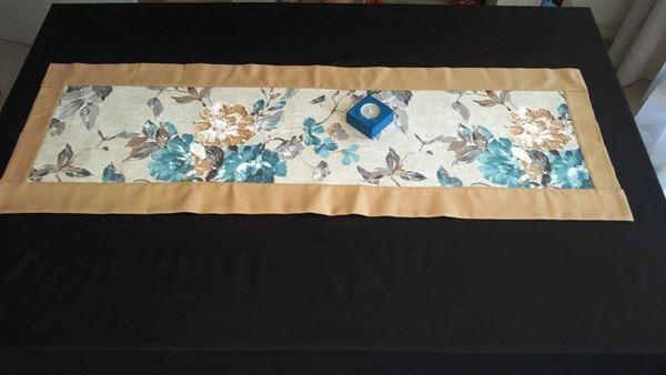 Снимка на Декоративна лента  за маса - Сини цветя - 40/115