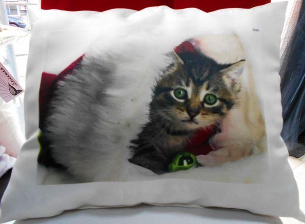 """Снимка на Декоративна възглавница """"Коледа"""" - Коледно коте"""